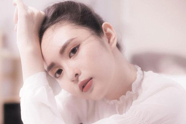 Nữ sinh Kon Tum giống Lưu Diệc Phi đẹp mỏng manh tựa sương khói
