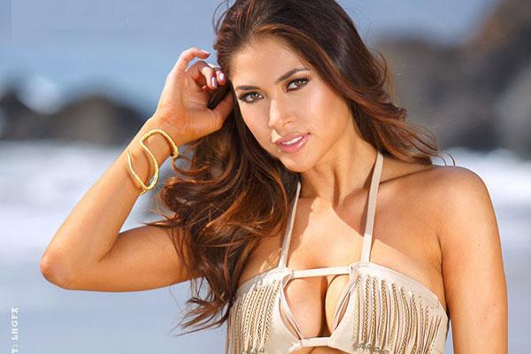 Ngắm nữ võ sỹ Mỹ khoe dáng 'bốc lửa' với bikini