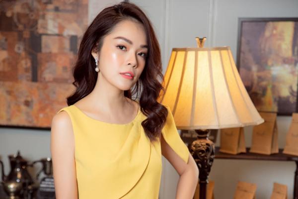 Á hậu Dương Cẩm Lynh khoe phong cách thời trang xuống phố mùa thu