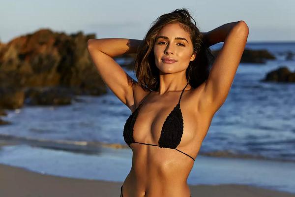 Hoa hậu Hoàn vũ 2012 tạo dáng táo bạo trên bãi biển