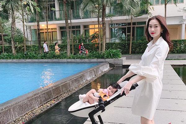 Bí quyết sinh xong vẫn trẻ trung như thời con gái của Hoa hậu Thu Thảo
