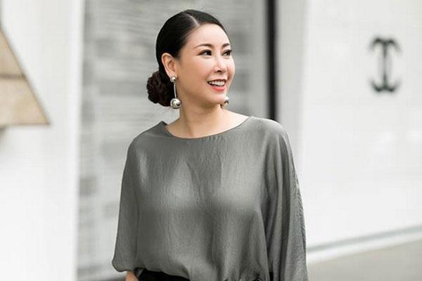 Ở tuổi 42, Hoa hậu Hà Kiều Anh vẫn sành điệu trẻ trung