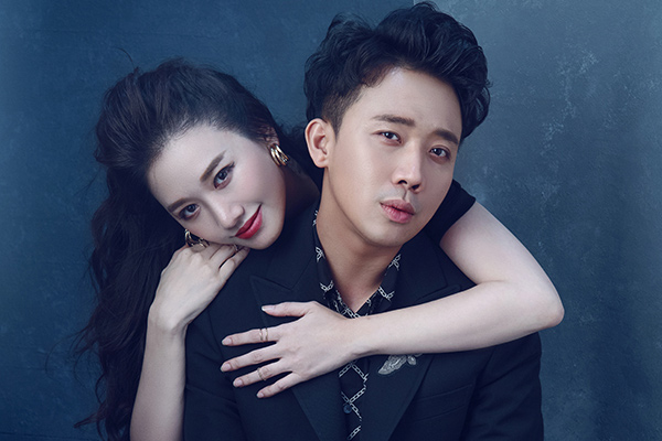 Vợ chồng Trấn Thành - Hari Won bất ngờ tung bộ ảnh 'ngọt như đường'