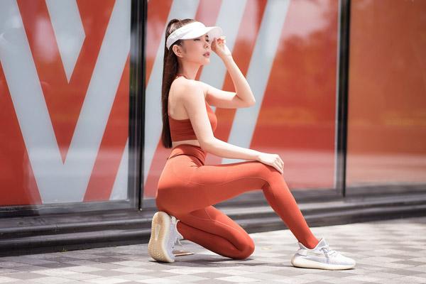 Hoa hậu Du lịch Thế giới Huỳnh Vy tự tin khoe 3 vòng hoàn hảo