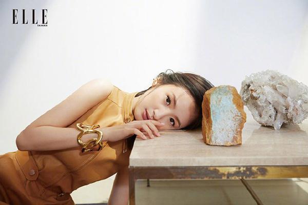 Lâm Y Thần khoe nhan sắc nữ thần trên tạp chí ELLE