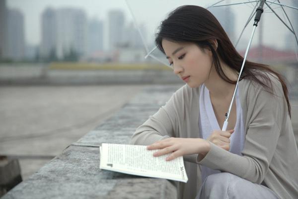 Lưu Diệc Phi gây sốt với loạt ảnh cũ đẹp xuất sắc