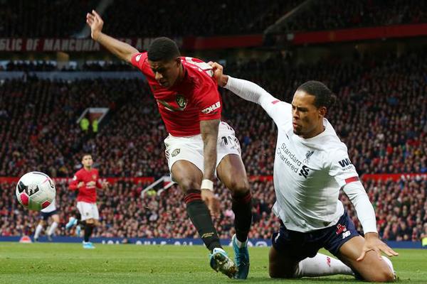 Vòng 10 Ngoại hạng Anh: MU dễ thở, Liverpool gặp khó