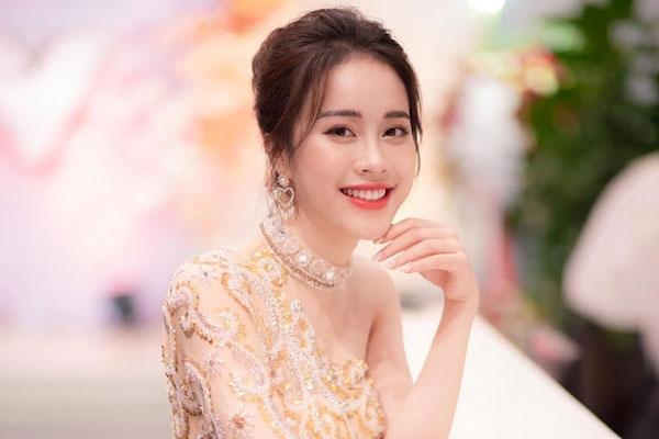 Nét đẹp dịu dàng của MC VTV Mai Phương thi HHVN 2020