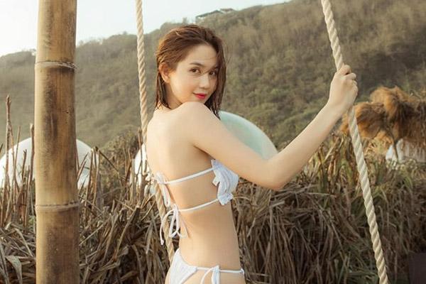 Ngọc Trinh 'gây sốt' với loạt ảnh nội y khoe body nuột tuổi 30