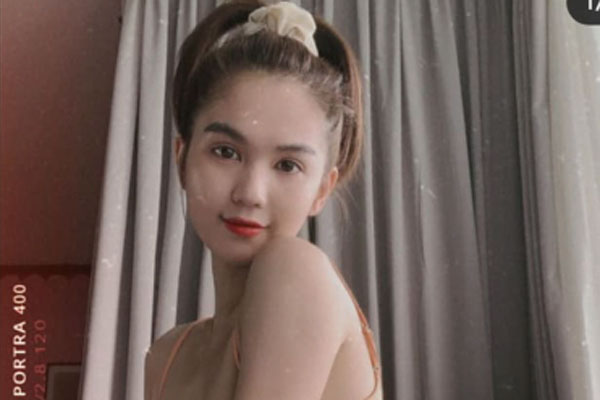 Ngọc Trinh tự tin khoe thân hình gầy guộc với bikini