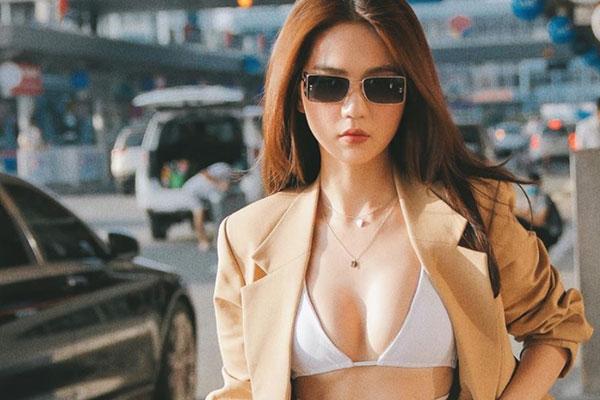 Ngọc Trinh 'gây sốc' khi diện trang phục quá gợi cảm ra sân bay