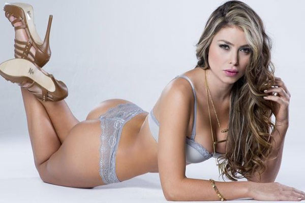 Người đẹp Paola Canas khoe thân hình sexy khó cưỡng
