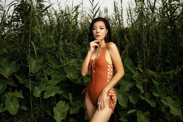 Thanh Hương 'Quỳnh búp bê' diện bikini khoe vẻ hoang dã