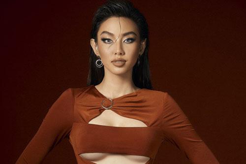 Thùy Tiên diện trang phục cắt xẻ tạo bạo trong loạt ảnh mới