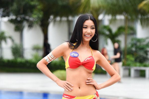 Thúy Vân tự tin diễn bikini sau sự cố lộ ngực trên sóng trực tiếp