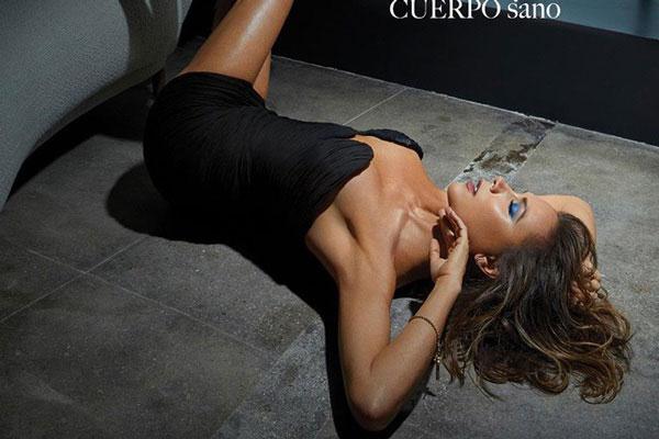 Victoria Beckham sexy nóng bỏng 'hở trên, ngắn dưới' tuổi 45