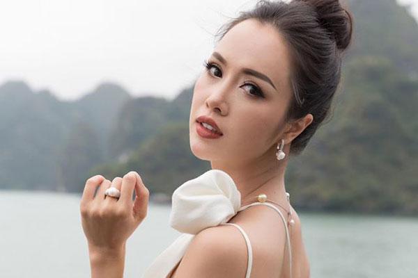 Vũ Ngọc Anh khoe đường cong 'chết người' khi diện bikini
