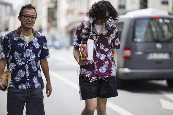Đổi gió cùng áo sơ mi nam họa tiết Hawaii cho ngày hè rực rỡ