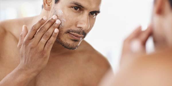 4 lưu ý trong việc chăm sóc làn da nam giới mùa hè