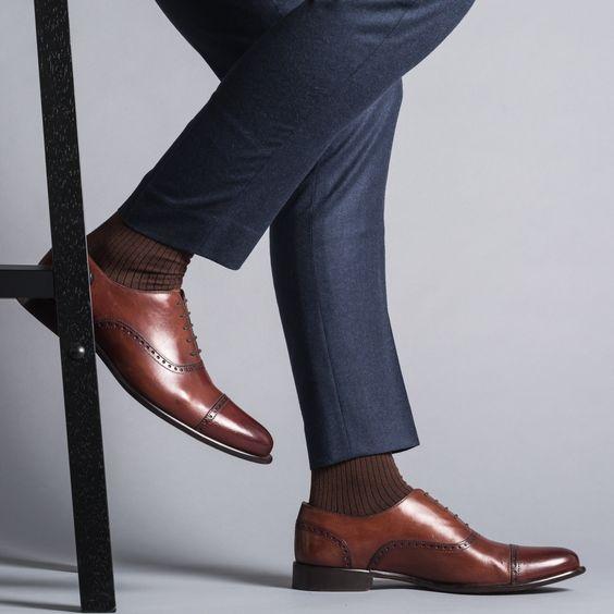Đàn ông và những đôi giày sáng bóng