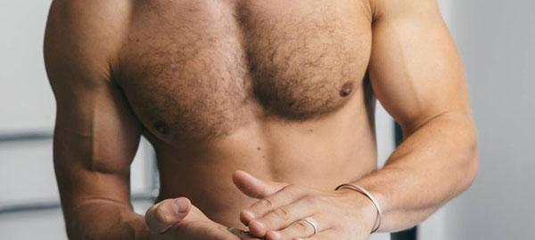 Cách trị mụn trứng cá trên ngực hiệu quả cho nam giới