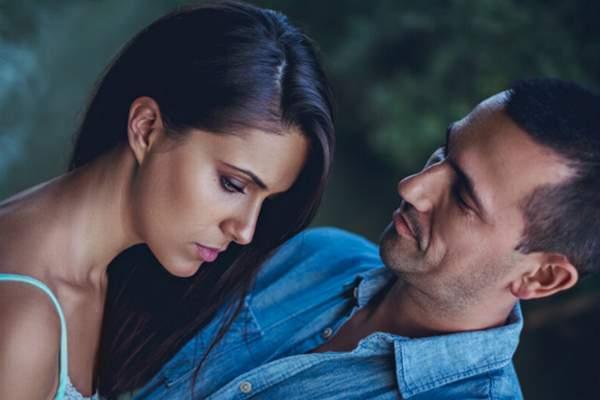 5 hành động chồng 'đẩy' vợ vào tay người khác